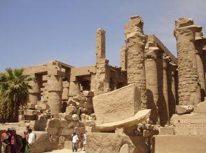 Die Tempelruinen von Karnak bei Luxor