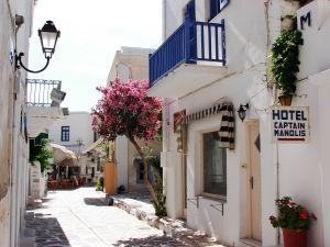 Idyliische Gasse im typisch weiß-blauen Griechenland-Style