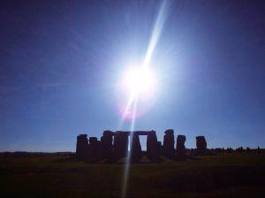 Das Monument Stonehenge bei mystischer Beleuchtung