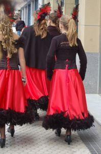 Junge Spanierinnen zum Karneval
