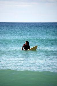 West Coast: Surfer vor der Küste von Kalifornien, USA
