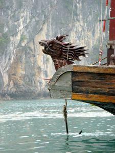 Dschunke in der vietnamesischen Halong-Bucht
